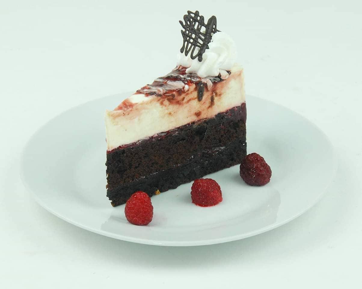 Málnás-fehércsokis brownie szelet